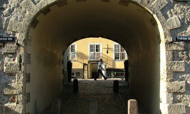 La porta svedese di Riga, in Lettonia, e il potere del racconto