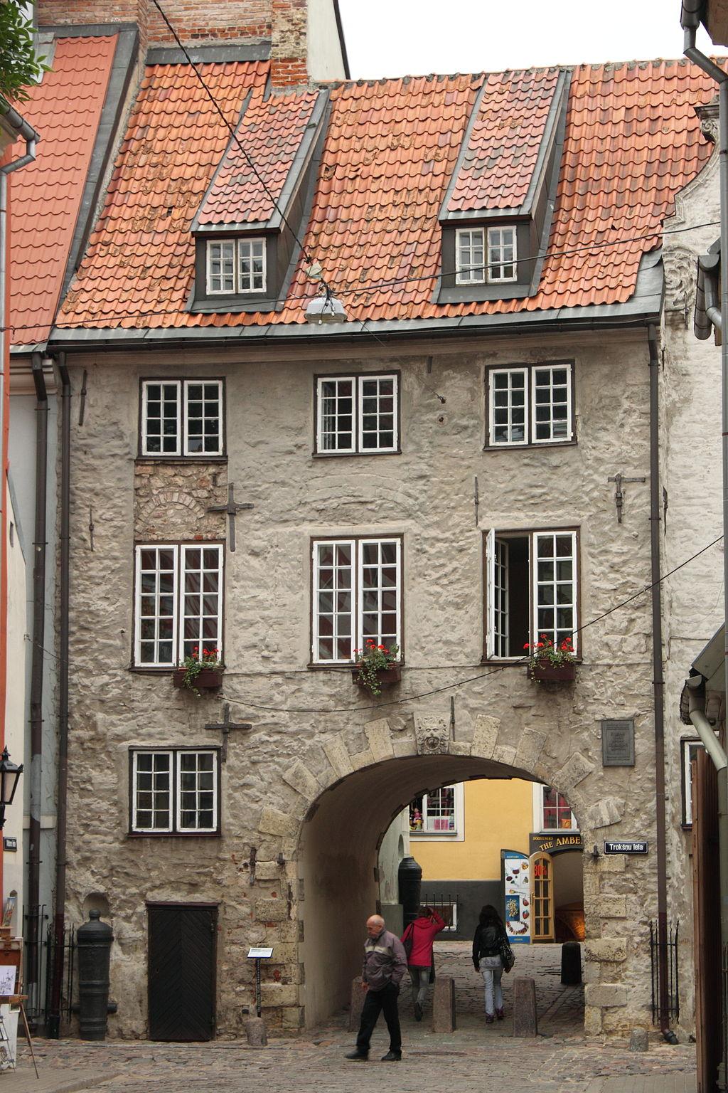 La casa attraversata dalla Porta svedese