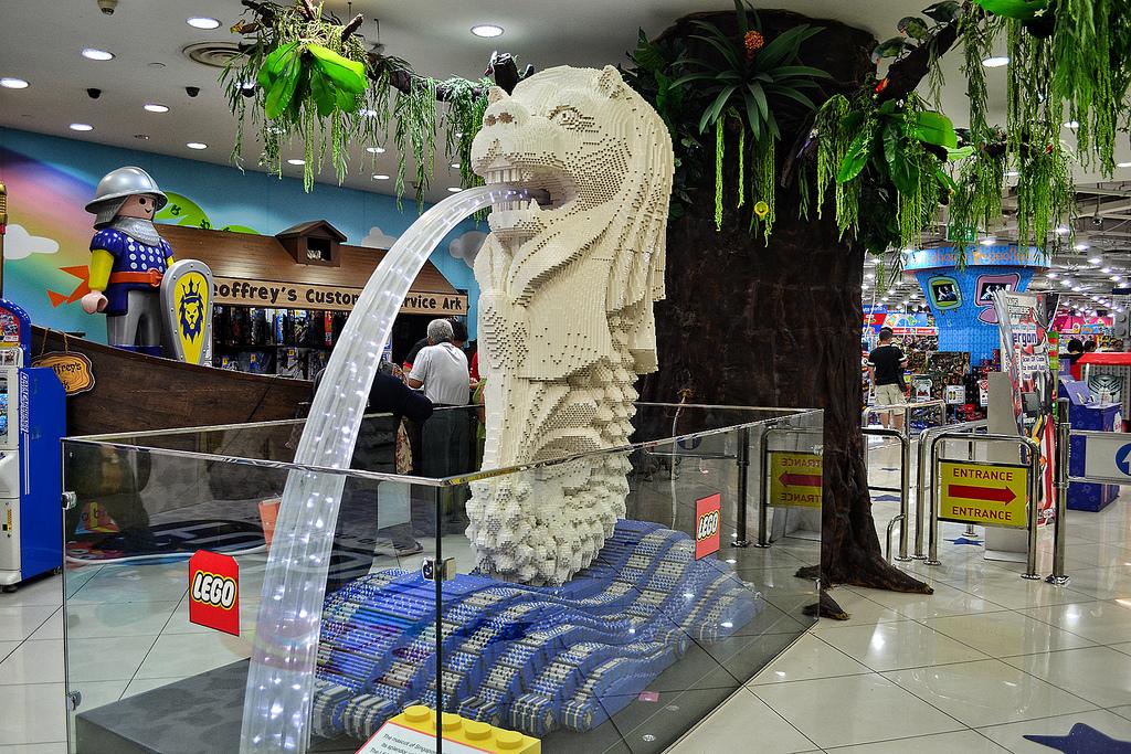 Il Merlion fatto di Lego, nel centro commerciale VivoCity a Sentosa.