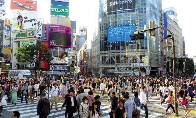 L'incrocio brulicante di Shibuya a Tokyo. Provate a dimenticarlo!